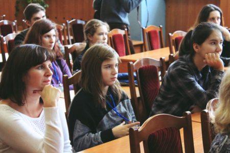 Учитель географии Кичанова И.В. и финалисты конкурса