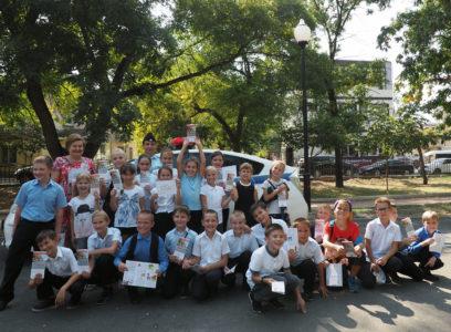 Саватеева В.М. со своими учениками 3-Б класса